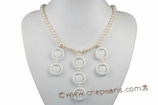 Pn525 Trendy White Cultured Potato Pearl Princess Necklace with Shell Beads
