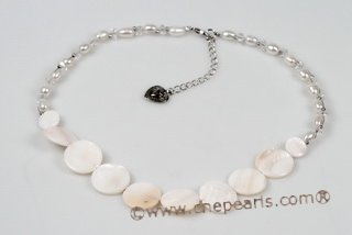 Pn556 Hand Crafted Rice Pearl and Gradual Shell Princess Necklace