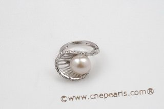 spr118 925Silver White Freshwater Bread Pearl Calyx Ring