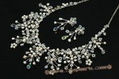 Wnset017 Delicate hand crafted pearl and crystal wedding jewelry Set